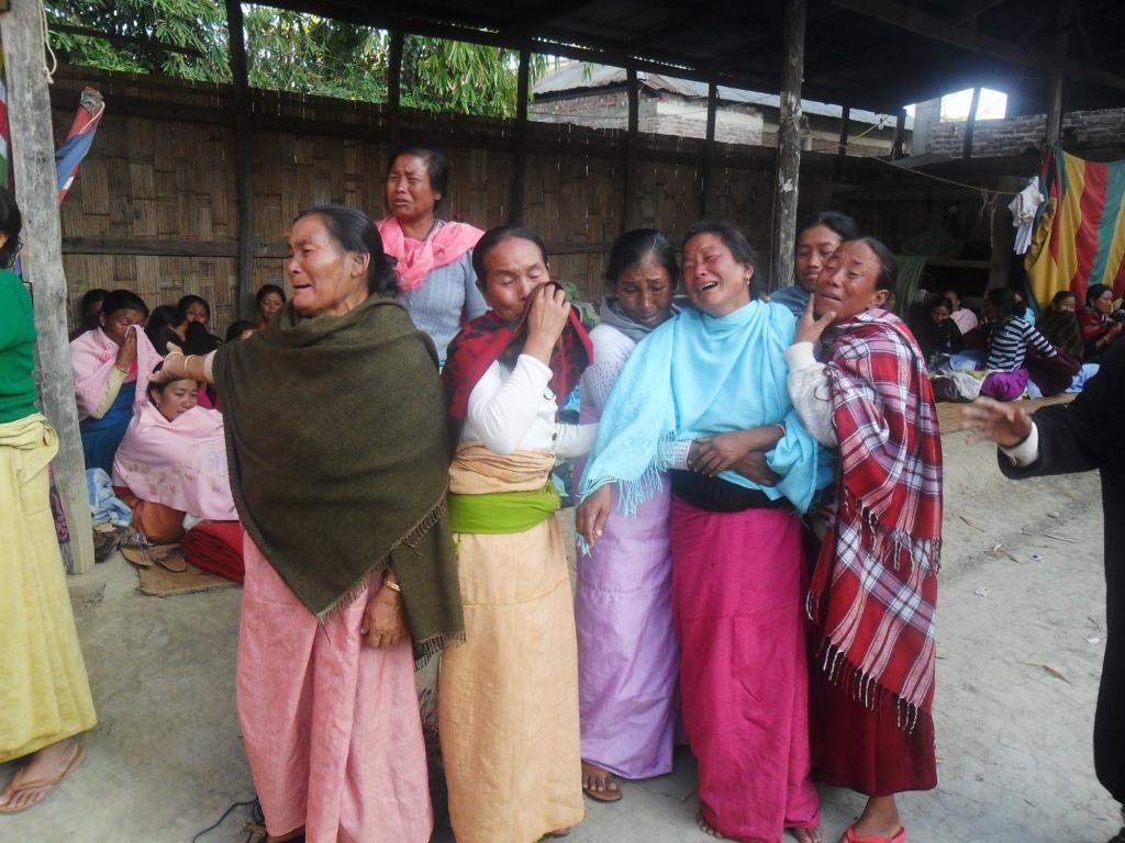 1-displaced-women_State-arsoning-floatin