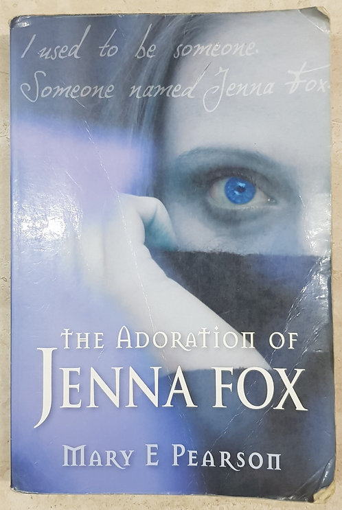 The Adoration of Jenna Fox (SECOND HAND)