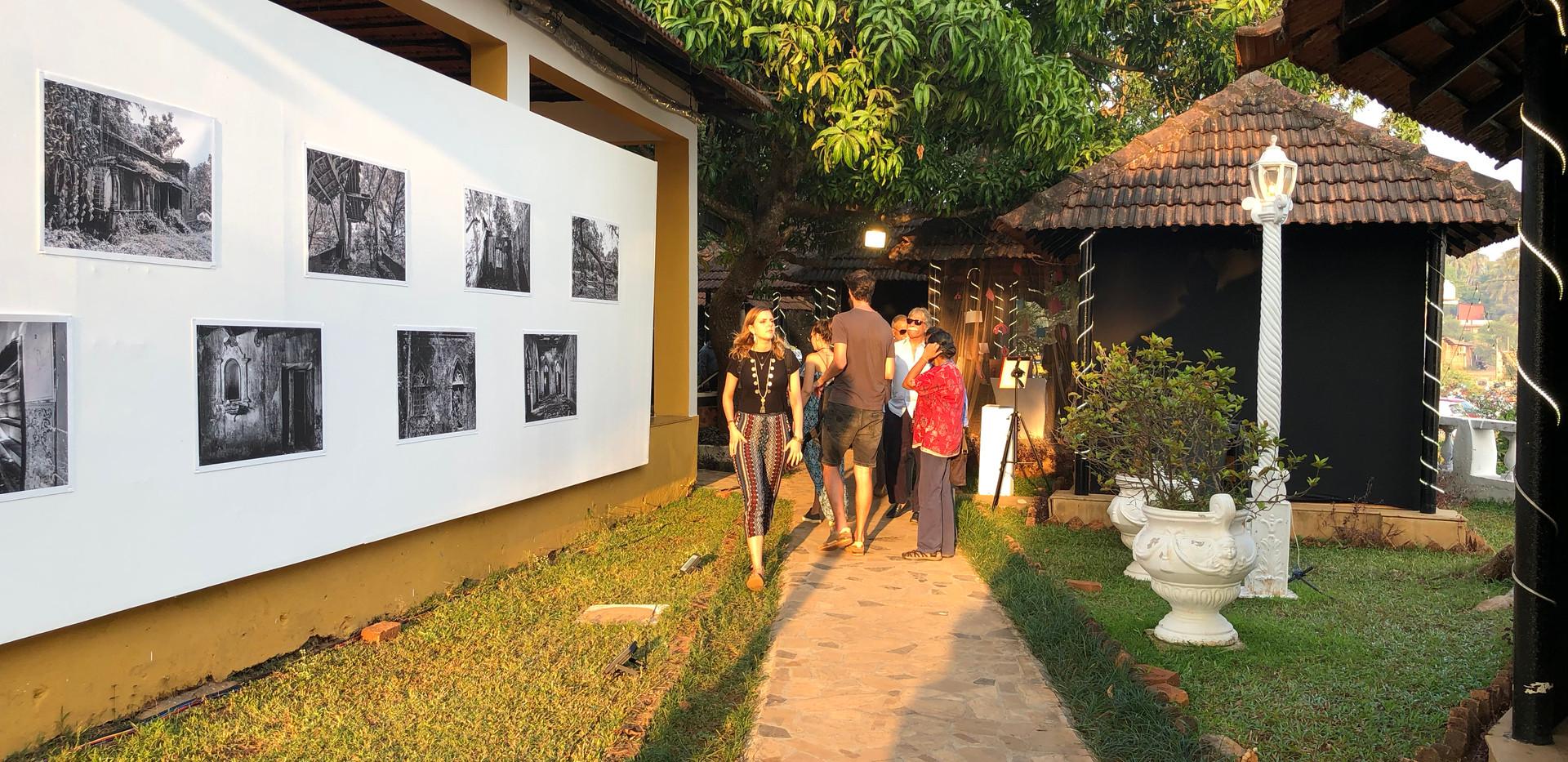 Outdoor galleries