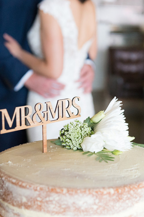 Mr & Mrs timber cake topper