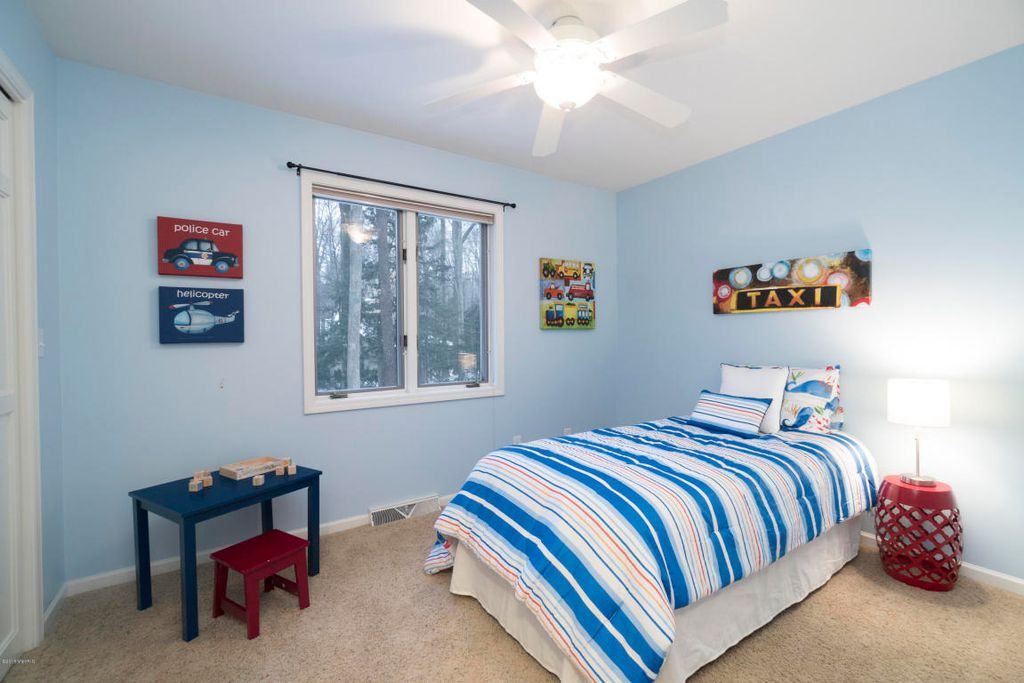 0332 Boy's Bedroom
