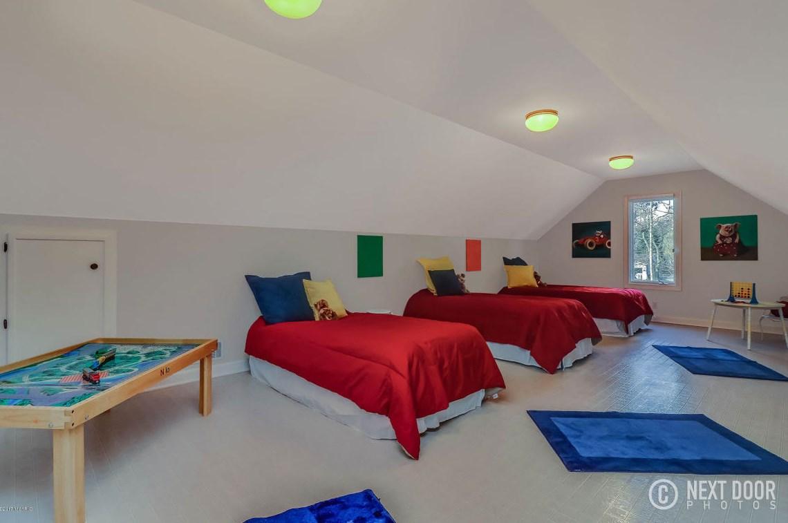 0296 Kid's bedroom bunk room
