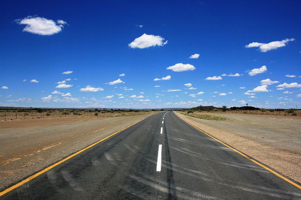 road-ahead-874358_1920.jpg