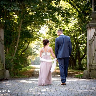 Brautpaar vor der Allee