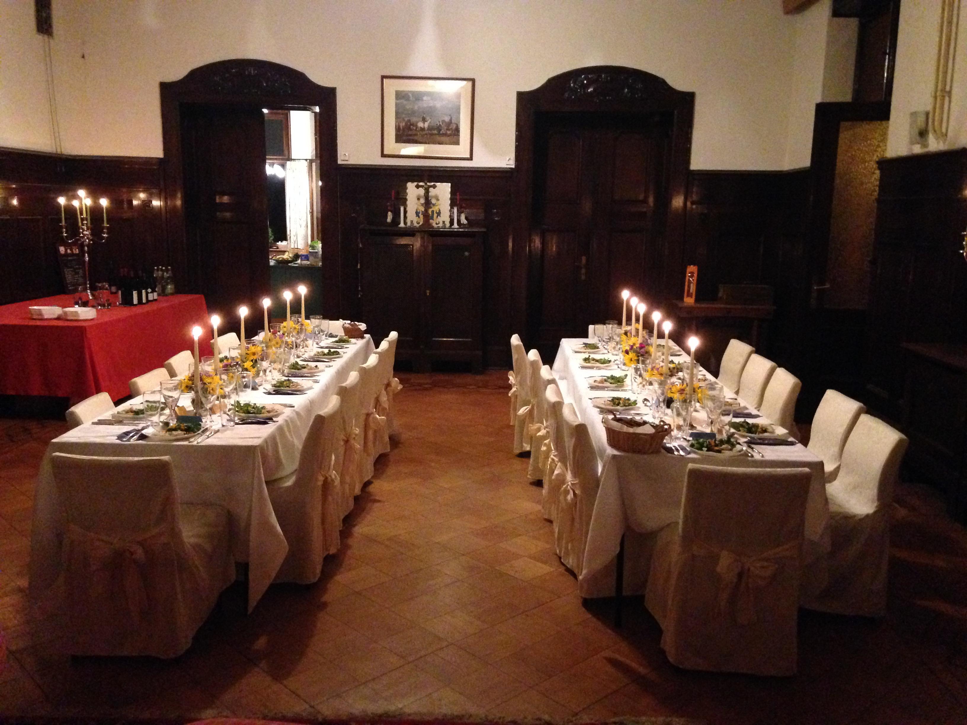 Essen im großen Saal im Haupthaus