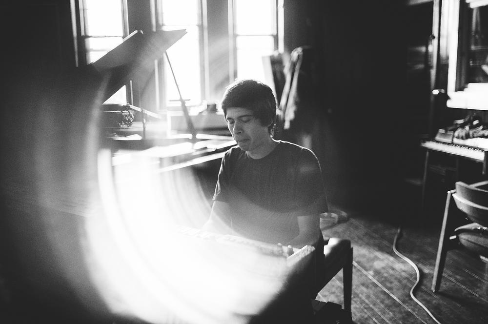 light rings around pianist