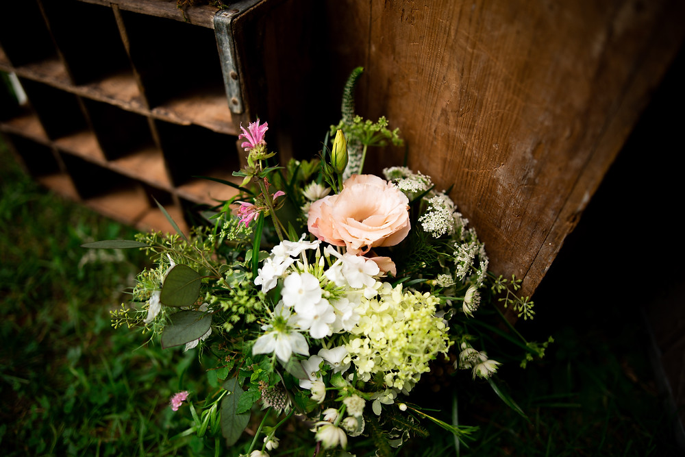 bridal flowers and decorations on wedding day