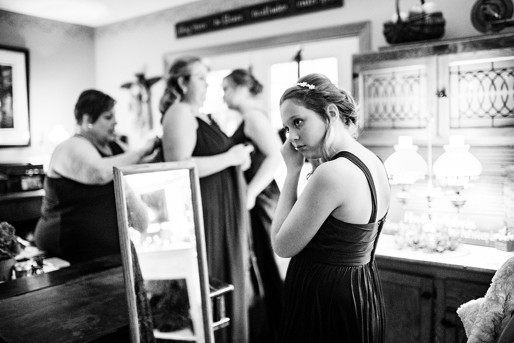 bridesmaid gets ready for wedding in cleveland, ohio