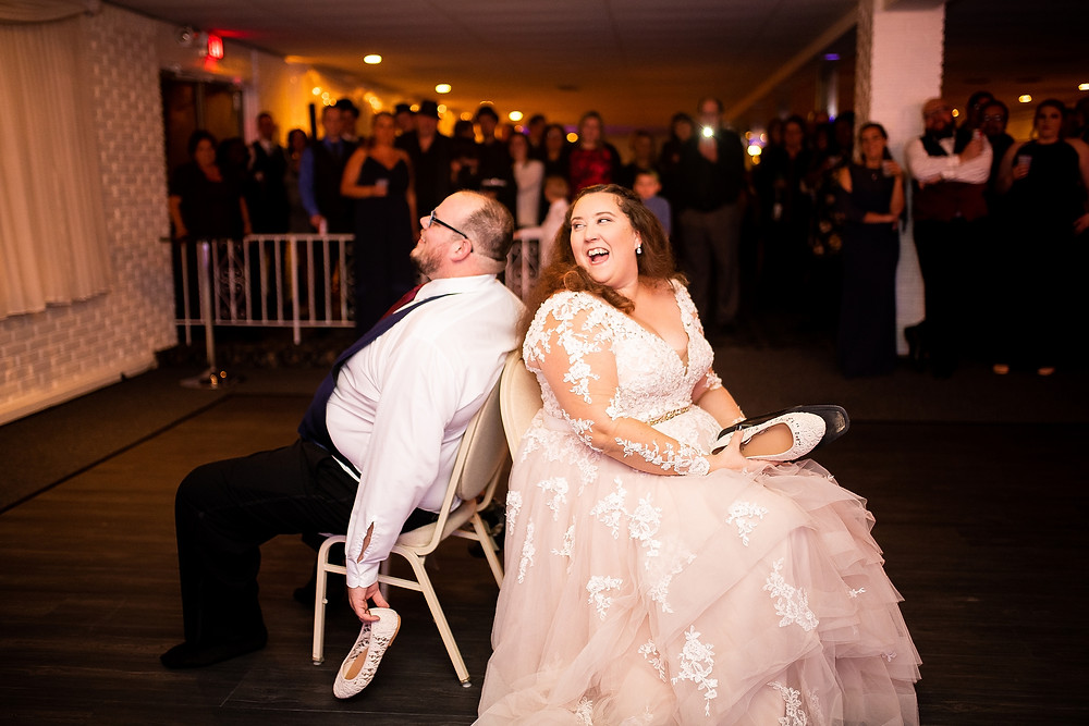 bride and groom play the shoe game at michauds in strongsville ohio