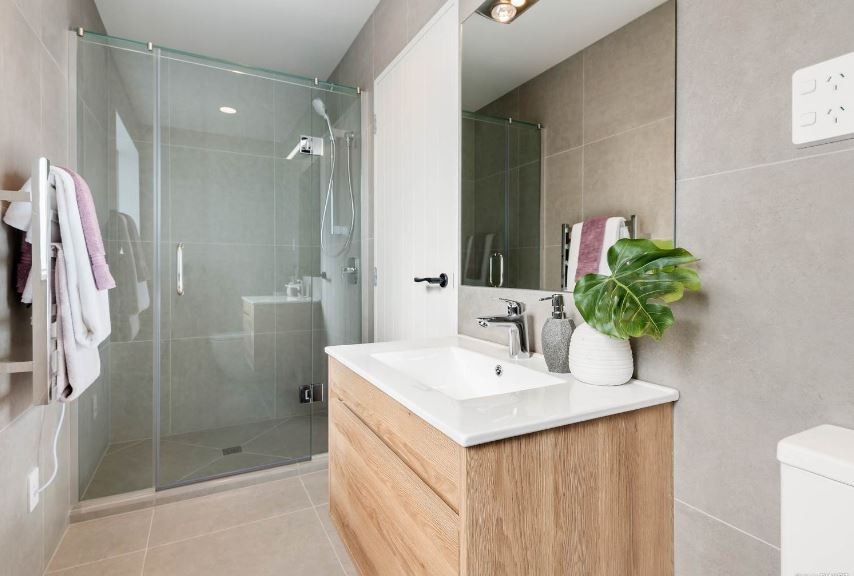 sw900 wall hung vanity + ceramic basin.J