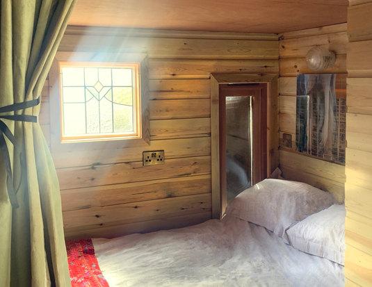 Bedroom 1 no2.jpg