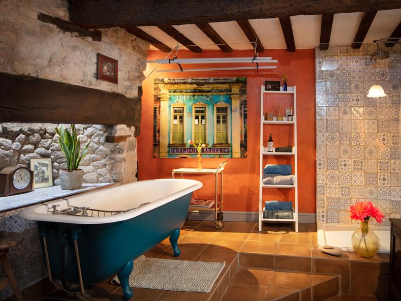 Main Bathroom-6-2.jpg