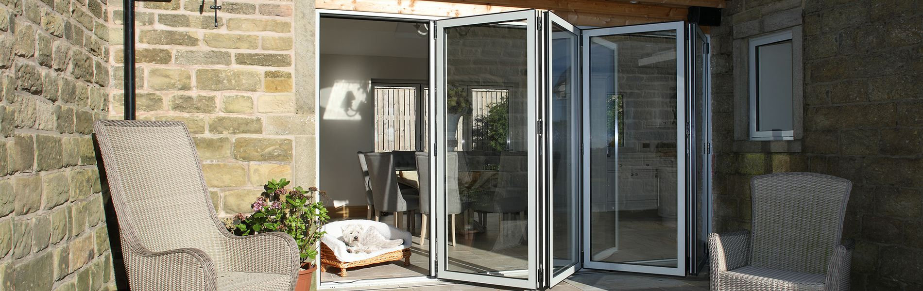 Aluminium-sliding-folding-door-cf68.jpg