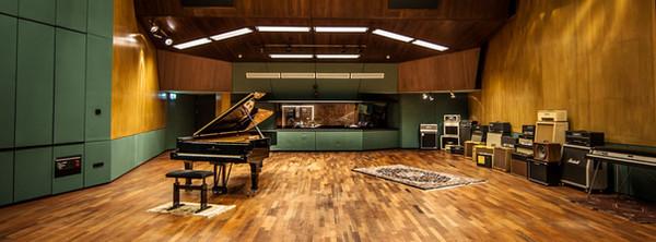 Help us play at Wisseloord Studios