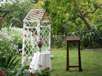 arch wedding.jpg