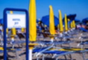 la spiaggia di jesolo, dove gli adulti tornano bambini.
