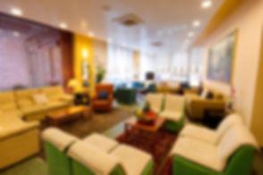 albergo con sala lettura, wifi gratis, parcheggio incluso.