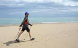 it_82385895_NordicWalkingBeach.jpg