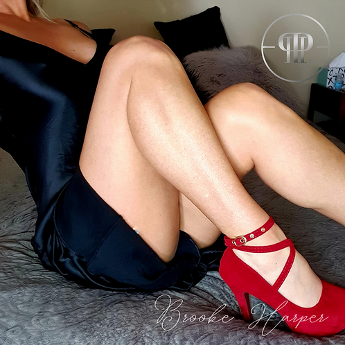 R18 Explicit Pic Set in Sexy Silk Dress and Velvet Red Heels