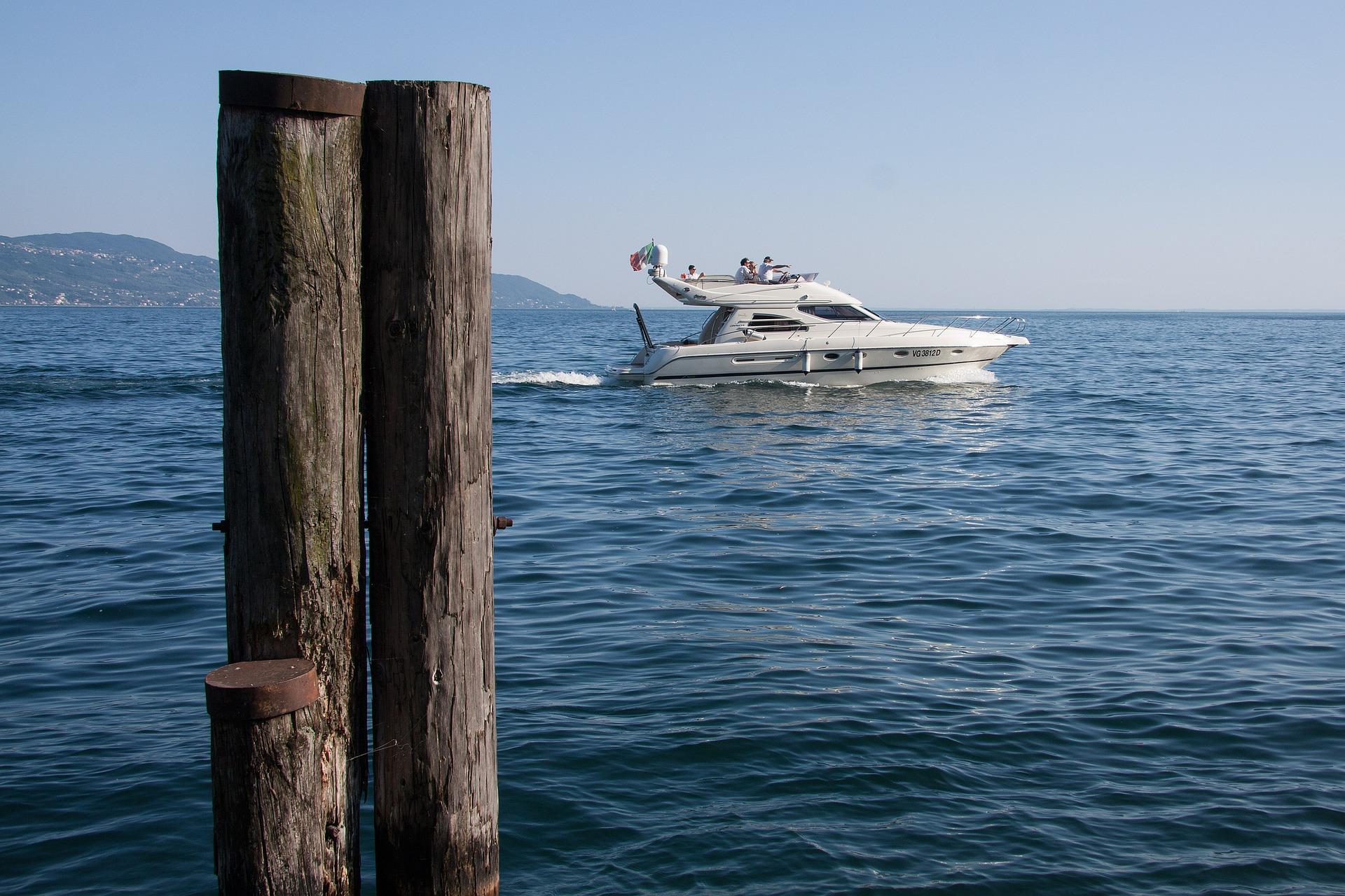 speedboat-354944_1920