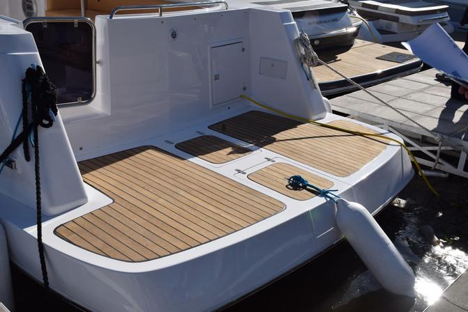 Comenzar en Otoño la renovación de tu crucero con madera natural de teca. Te contamos las cualidades