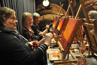 Taidekurssi maalausta ja viiniä Helsingissä