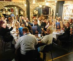 maalausta ja viiniä yksityis