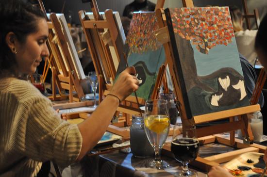 Paint and wine maalausta Turussa