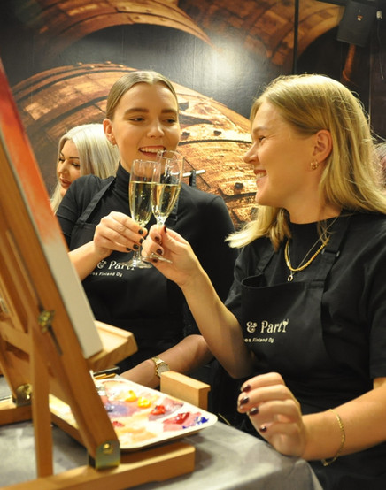 Paint and partyn paint and wine kurssi
