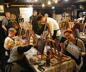 maalausta kavereiden kanssa