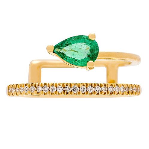 18KY PEAR-CUT EMERALD & 1/8CT TDW DIAMOND RING