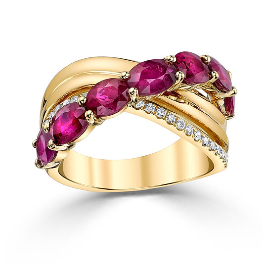 18k Yellow Gold Oval-cut Mozambique Ruby and Diamond Ring