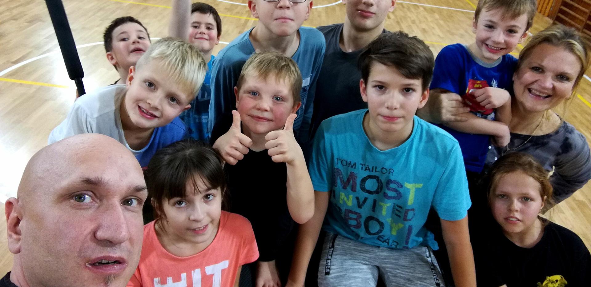 JUMP - kurz pre deti a mládež, zameraný na akrobaciu, gymnastiku, parkour a  komplexnú pohybovú prípravu.