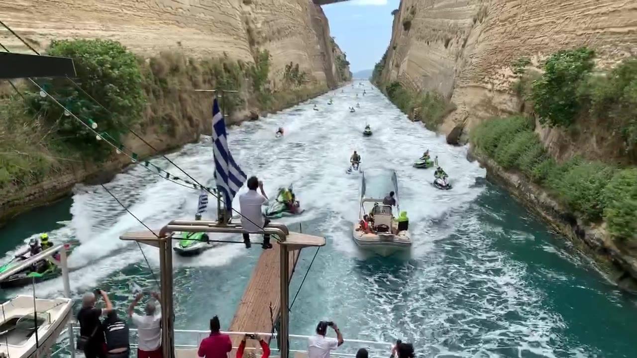 Voilà ça donne ça la parade dans le canal de Corinthe 😍😍  Akropolis Jet Raid Grèce   Aimer, Taguer & Partager ! Like, Tag & Share ! Amà, Nutà & Sparte !  #jetpulsionmagazine #jetski #akropolisjetraidgrece #akjr2019