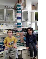 Ohadi and Arbeli in the lab.jpg