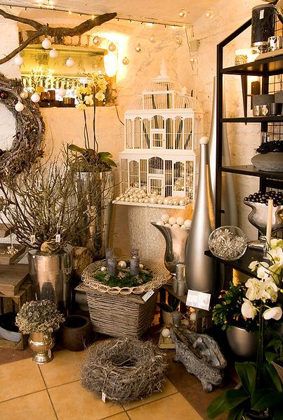 lumenvasen, Übertöpfe, Schalen, Körbe, Glas- und Metallgefäße sowie Windlichter und Kerzenleuchter findet man in Bad Honnef bei Les Fleurs in der Bahnhofstraße