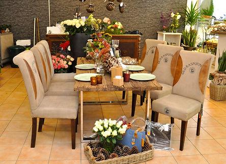 Neben Blumen und Pflanzen bietet Les Fleurs in Bad Honnef eine große, regelmäßig wechselnde Auswahl an ausgesuchten Dekorationsartikeln, Möbeln und Wohn-Accessoires an.
