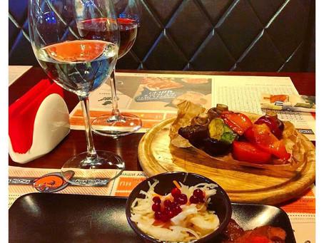 Белое и красное. Мясо и овощи.  *** #кудасходитьволгоград #кудапойтиволгоград #маманоркапапабобер