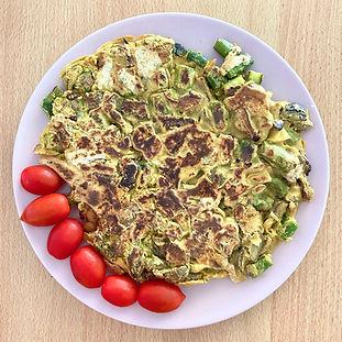 Ρεβυθομελέτα με Σπαράγγια, Μανιτάρια & Ελιές