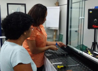 Cresce o número de mulheres nos cursos de vidro temperado