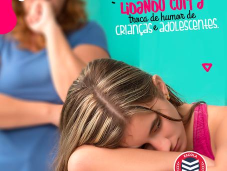 Como lidar com a troca de humor de crianças e adolescentes | Escola Mappe
