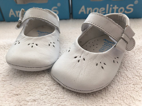 Angelitos white leather baby shoes