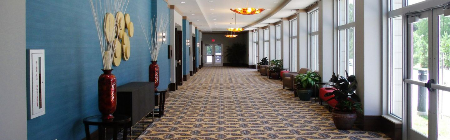 holiday-inn-hotel-and-suites-shenandoah-4558911565-16x5