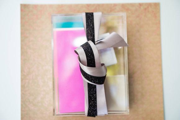 Caja Rectangular de Acrílico con sobres y tarjetas