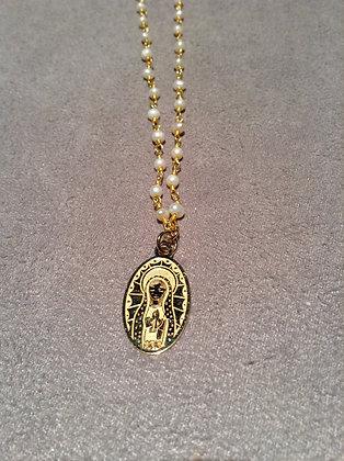 Cadena Virgen de Guadalupe Plana con cadena de perlas