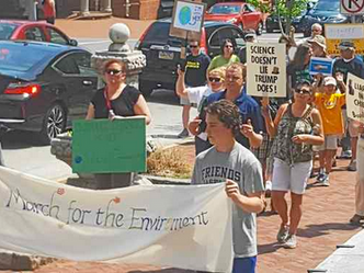 Hundreds rally in West Chester to support the environment