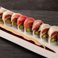 sushirosa_019-four-way-tuna-roll.jpg