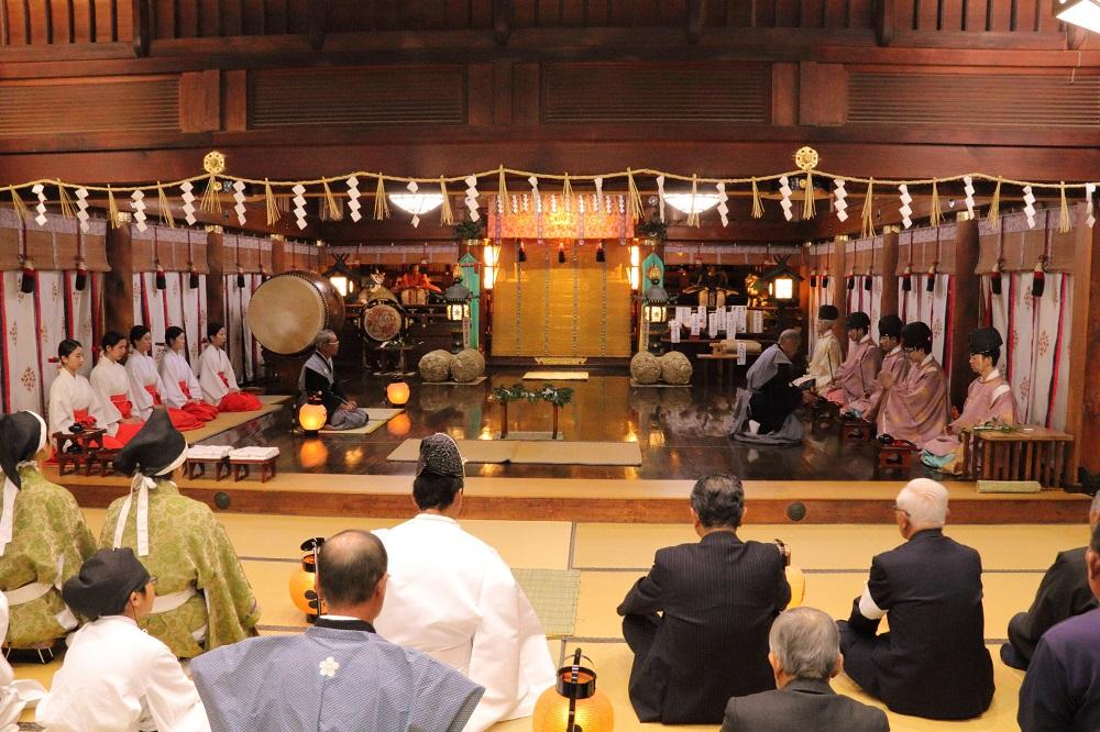 大・小行司役夜々詣り(大祭前8日より)