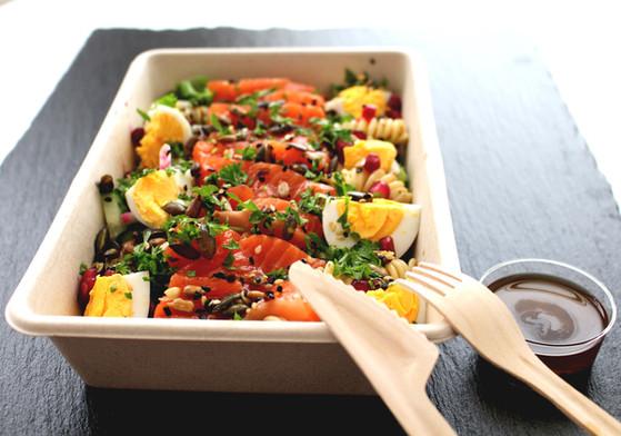 Salat med røkt ørret og egg