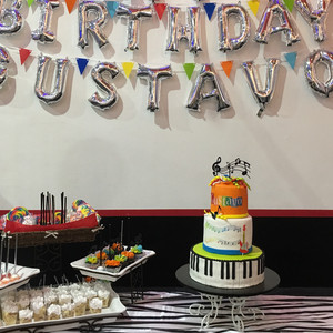 Gustavo's Party